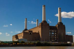800px-Battersea_Power_Station_from_the_river